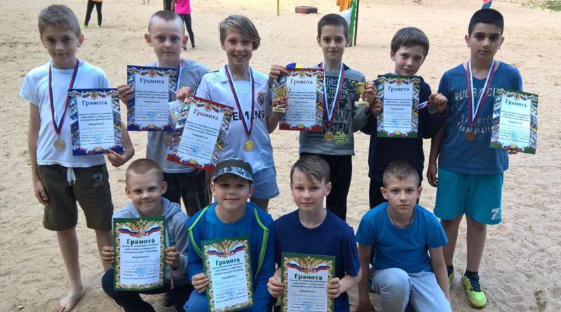 № 24 (881) 22 Июня 2017 года «Сертоловские волейболисты отпраздновали День молодёжи по-спортивному»
