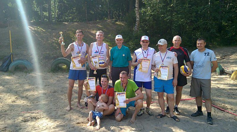 Волейболисты Сертолово отметили День Физкультурника Ветеранским турниром